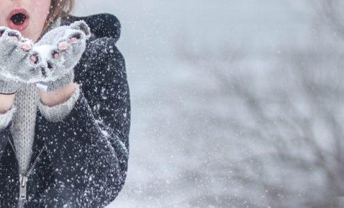 Winter Frau mit Handschuhen